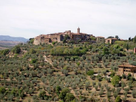 Tuscan village on a hill 免版税图像