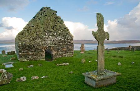 Kilnave parish church and cross, Islay Scotland Stock Photo