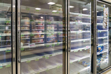 Atlanta, GA / USA - 04/02/20: Empty freezer shelves at Publix featuring frozen food shortage including organic vegetables, pizza, and junk food during Covid-19 corona virus. Éditoriale