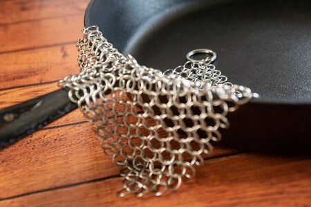 Small Ring Chainmail Scrubber - for Cast Iron, Stainless Steel, Hard Anodized Cookware and Other Pots & Pans. For for Cast Iron Cookware, Dutch Ovens, Casseroles, Stainless Steel Cookware, Woks and more. Stock fotó