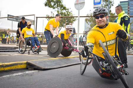 Bogota Colombia. (May 06, 2018). HandCycle Paralympic athletes head towards the line of exit to start the Race for the Heroes. Foto de archivo - 121982071