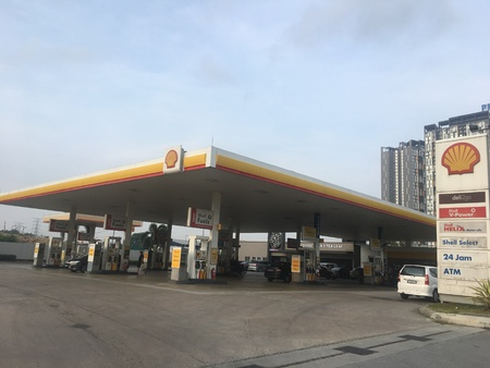 Kepong, Malaysia - April 20, 2019: Shell petrol station. Shell is one of the leading Oil and Gas company in Malaysia. Redakční