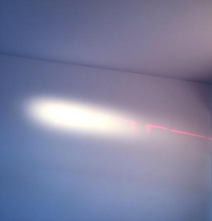 Abstract lichtstralen op de muur