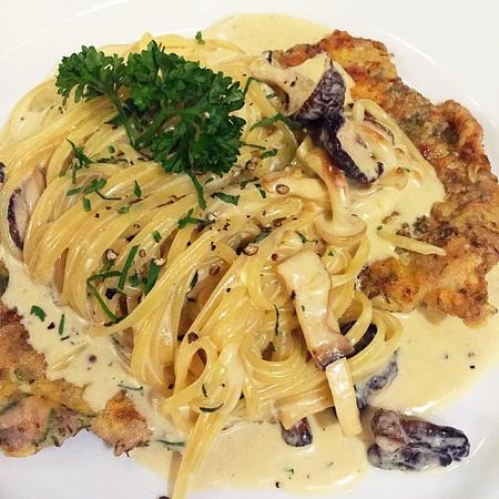 white: Spaghetti with white sauce