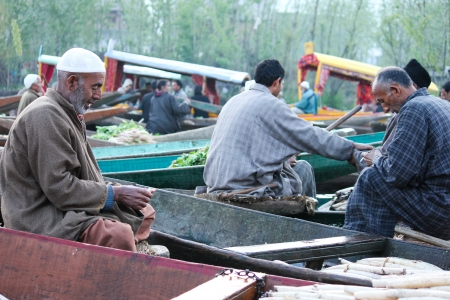 barter system: KASHMIR,INDIA- APRIL 19:Atmosphere in the morning at traditional floating vegetable market  where local people buy, sell and sometimes exchange vegetables  in Dal Lake, Srinagar, Kashmir, INDIA on April 19, 2012