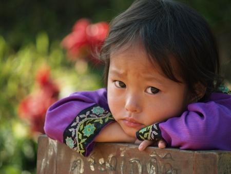 bambini poveri: Petchaboon, Thailandia-30 gennaio: non identificata ragazza hilltribe a scuola materna in zona montuosa, il 30 gennaio 2010 in Thailandia. Editoriali