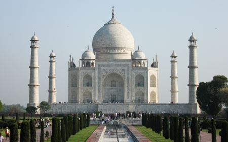 taj Mahal in India, fountains stop running for cleaning on April 15, 2012
