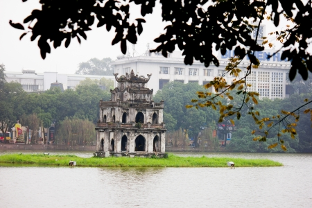 long lake: Hoan Kiem Lake, Ha Noi, Vietnam
