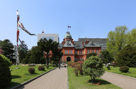 oficina antigua: SAPPORO, JAPAN- MAY 6, 2015 : Former Hokkaidō overnment Office made of red bricks and its garden with Sakura or Cherry Blossum blooming during Japan Golden Week 2015. This is a popular sightseeing in Hokkaido. Editorial