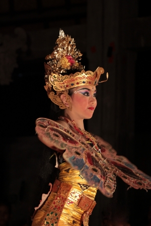 indonesia girl: BALI, INDONESIA - NOVEMBER 7: Traditional dances are performed by local professional actors in the Ubud Royal palace Court November 7, 2010 ini Bali, Indonesia.