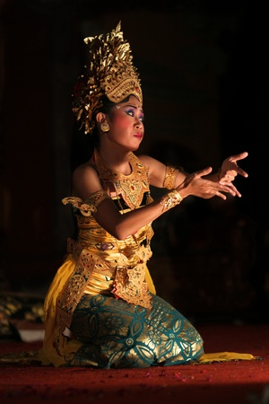 gamelan: BALI, INDONESIA - NOVEMBER 7: Traditional dances are performed by local professional actors in the Ubud Royal palace Court November 7, 2010 ini Bali, Indonesia.