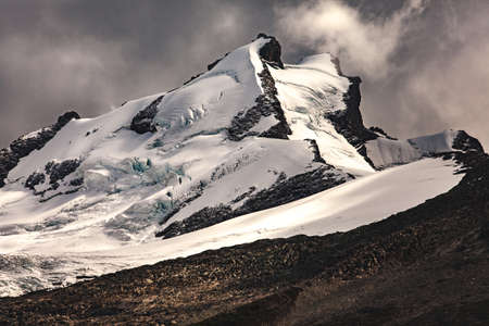 chalten: Sharp snow covered mountain peaks - El Chalten - Argentina Stock Photo