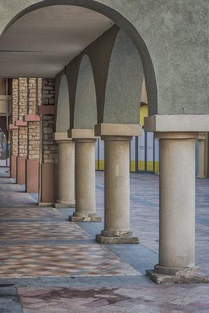 unilateral: corridor