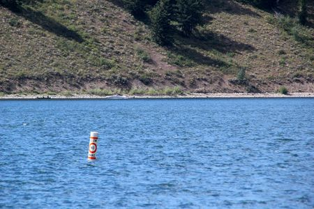 A bouy on Jackson Lake telling boats to slow