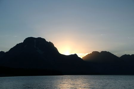 A beautiful sunset with the Grand Tetons and Jackson Lake Фото со стока