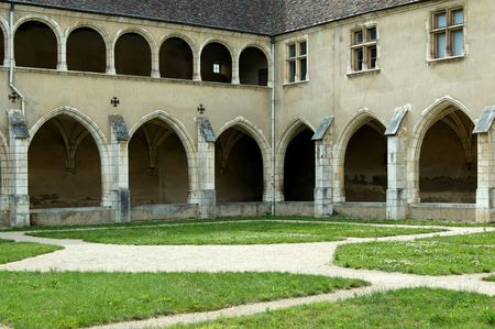gallerie: The Brou Monastery was built between 1505 and 1536 by Margaret of Austria. The church is flamboyant Gothic in style. This monastery has 3 cloisters with high and low galleries.