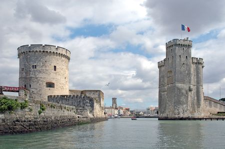 ne: The Saint-Nicholas tower (Tour Saint-Nicolas) stands on the south bank of the port, opposite the Chain tower (Tour de la Cha�ne). Its role was to protect the port from dangers coming from the ocean. Stock Photo