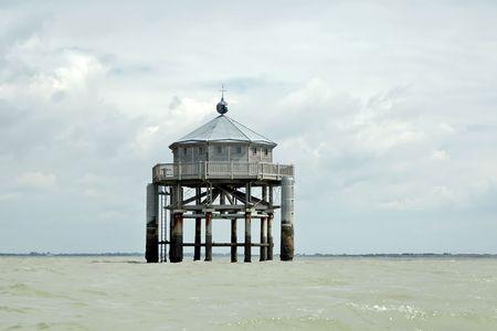 bout: La luz del fin del mundo es una r�plica de un faro 1884 en Staten Island, al este del Cabo de Hornos: el Faro de San Juan de Salvamento, que fue la inspiraci�n para la novela de Julio Verne (Le Phare du bout du monde) En 2000, como Milenio proje