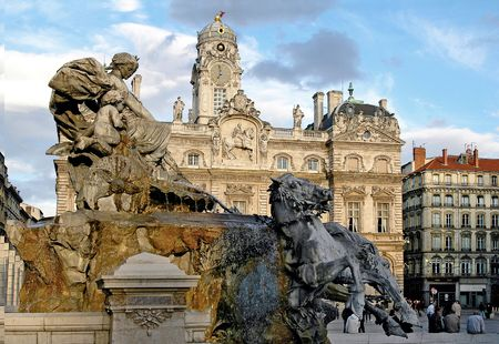 a place of life: The place des Terreaux is the of Lyon\s civic life.