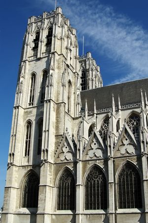 paulus: The Sint-Petrus-en-Pauluskerk is modeled after Cologne Cathedral and Viennas Votivkirche. Construction on the church began in 1899 and  was completed in 1905.