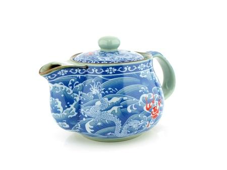 Chinese thee pot op een witte achtergrond.