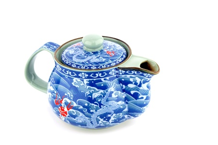 chinese tea pot: Bote de t� chino aislada sobre fondo blanco. Foto de archivo