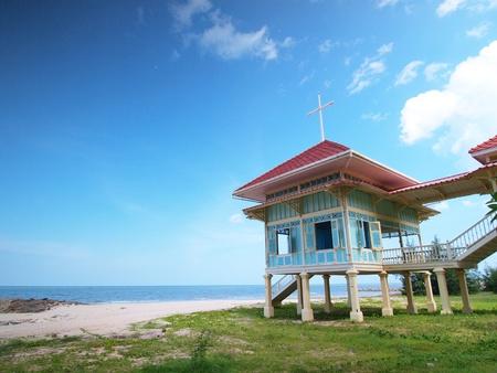 zancos: Palacio Mrigadayavan (Marukhathaiyawan) en Cha-am, Tailandia Editorial