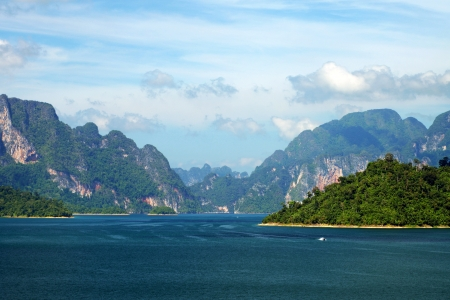Cheo Lan lake. Khao Sok National Park. Thailand. Stock Photo - 18289631