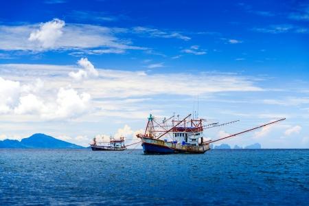 Vissersschip in de Andaman zee Thailand Stockfoto