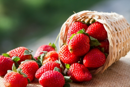mai: strawberries in natural