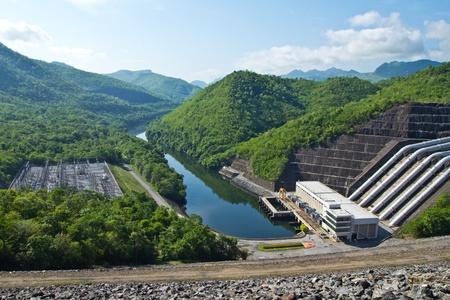 desarrollo sustentable: presa de la central de energía