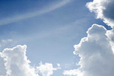 nimbi: Sky in sunny day with white clouds floating in the air in the day to relax  Stock Photo