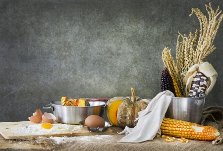 still life making a cake with pumpkin,corn and grain Imagens