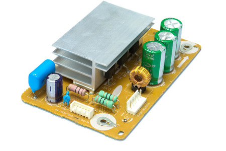 magnetismo: Integrated Circuit, induttore nucleo di ferrite in circuito elettronico isolare su bianco