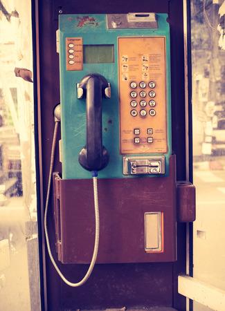 Weinlese-öffentliches Telefon Standard-Bild - 33724445