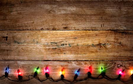 Navidad fondo rústico - tablones de madera vintage con luces de colores y el espacio de texto libre