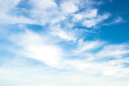 藍色的天空有雲 版權商用圖片