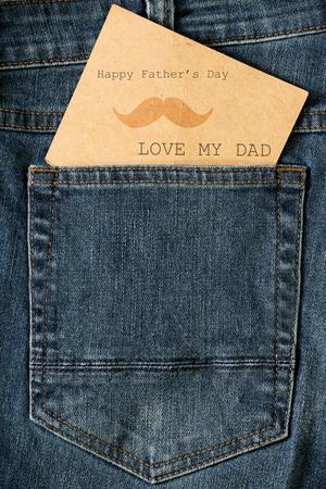 in jeans: Tarjeta del día de padre feliz Foto de archivo