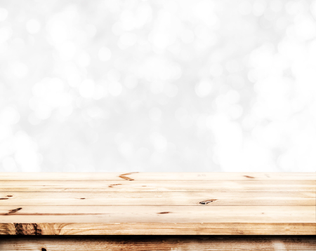 llanura: Empty wood table ready for your product display montage. Abstract lights gray and white bokeh blurred background