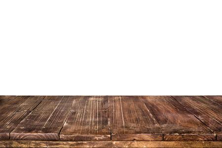 Leeg uitstekend houten tafelblad klaar voor uw product beeldscherm montage. met een witte achtergrond. Stockfoto