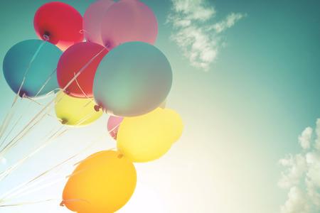 夏休みに多色の風船。パステル カラー フィルター