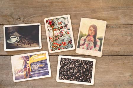 Coffee fotoalbum op houten tafel. instant foto van polaroid camera - vintage en retro stijl Stockfoto