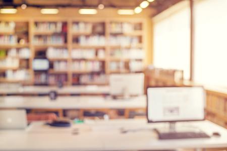 ESTUDIANDO: habitación interior desenfoque de fondo de la biblioteca para su diseño - estilo de color de la vendimia Foto de archivo