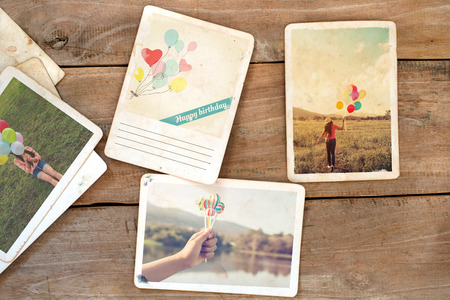 Happy birthday postcard on wood table. instant photo of polaroid camera - vintage and retro style Stockfoto