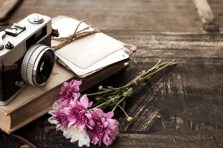 Vintage camera with bouquet of flowers on old wood background - concept of nostalgic and remembrance in spring vintage background Stok Fotoğraf