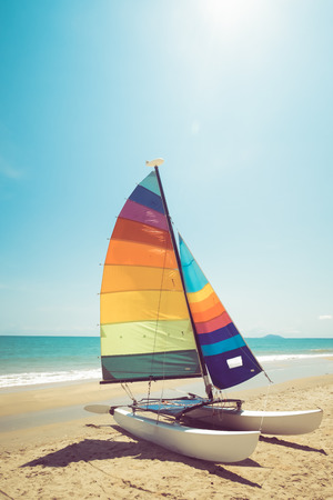 Colorful sailboat on tropical beach in summer. vintage coor effect. 版權商用圖片