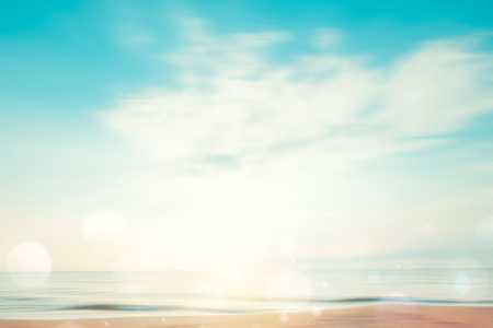 A seascape abstract beach background. panning motion blur and bokeh light of lens flare, pastel colors in a vintage and retro style. 版權商用圖片 - 101007822