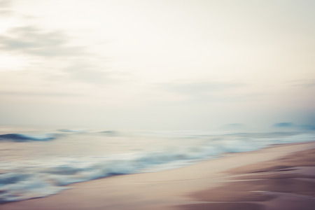 A seascape abstract beach background. panning motion blur with a long exposure, pastel colors in a vintage and retro style. 版權商用圖片 - 103199375