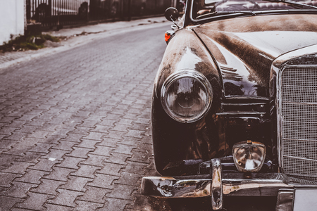 Headlight lamp antique car - vehicles vintage classic style. retro film color filter effect. 版權商用圖片 - 106735836
