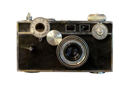Vecchia macchina fotografica del telemetro isolata su bianco con il percorso di residuo della potatura meccanica per l'oggetto.